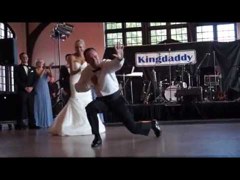 Funny father-daughter wedding dance