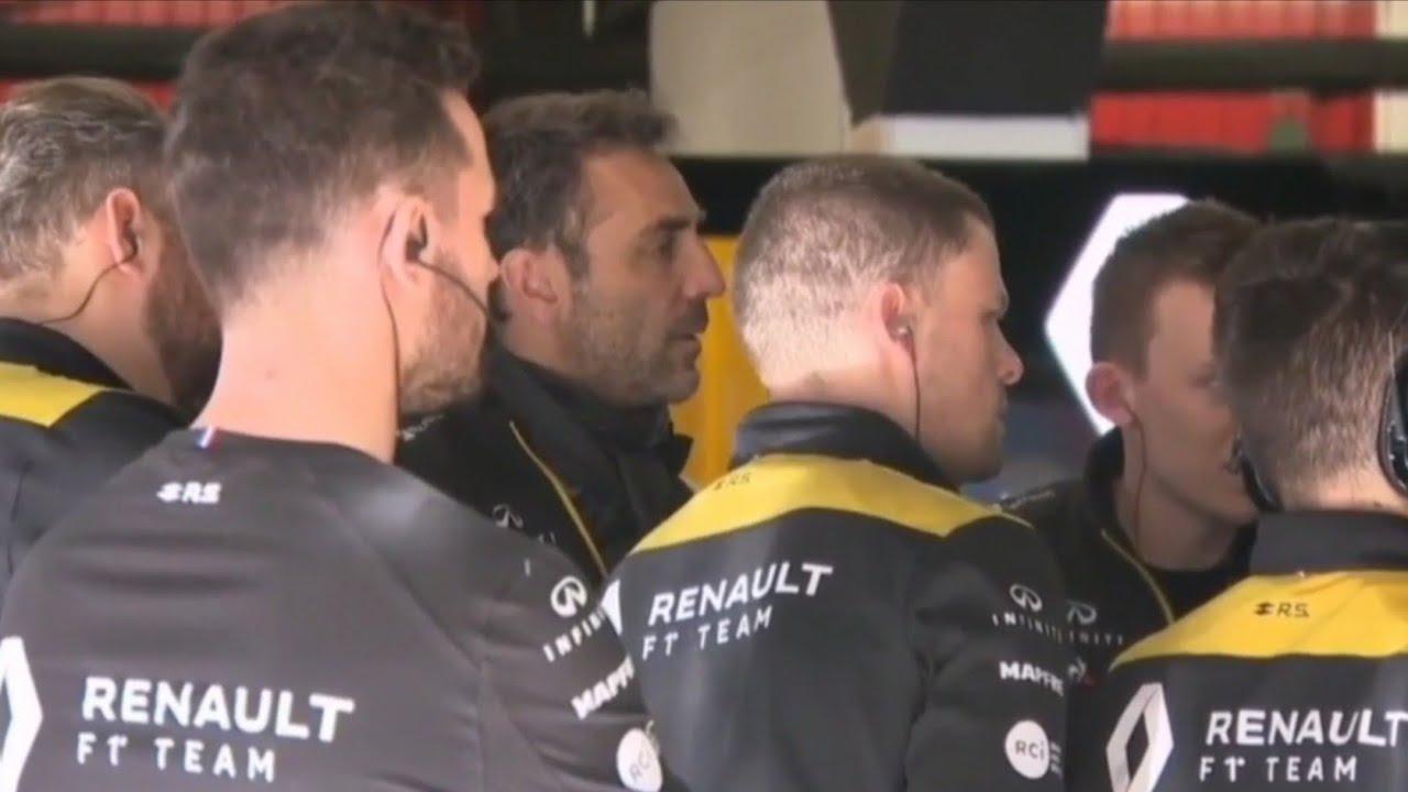 Renault examine the Mercedes