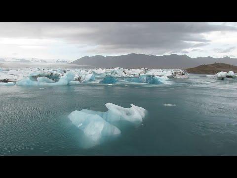 Jökulsárlón Glacier Lagoon - Iceland - Iceberg calving