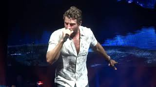 "Brett Eldredge sings ""Love Someone"" live at PNC Music Pavilion"