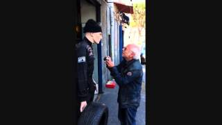 Anziano Sobrio Litiga con un Manichino (HD - Sottotitolato in Italiano)