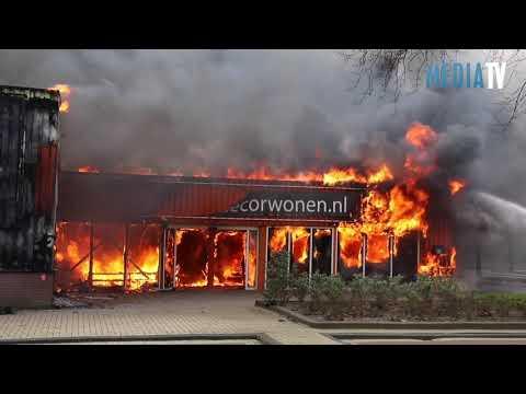 Grote brand in meubelzaak Capelle aan den IJssel
