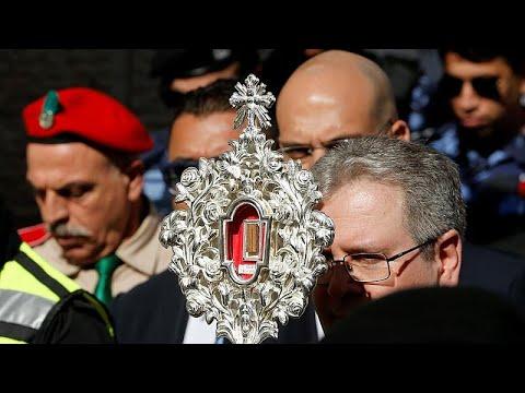 شاهد: بعد نحو 14 قرنا في روما.. جزء من -مذود- المسيح يعود إلى بيت لحم …  - 19:59-2019 / 11 / 30