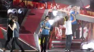 One Direction 1D singing