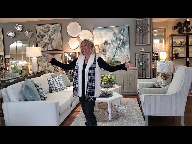 Cincinnati Interior Design Trends 2021|Furniture, Artwork, Floral Designs Decorating Ideas, Mirrors