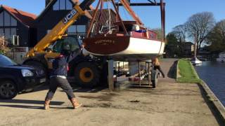 How to lift a Norfolk Broads classic sailing boat out of the water