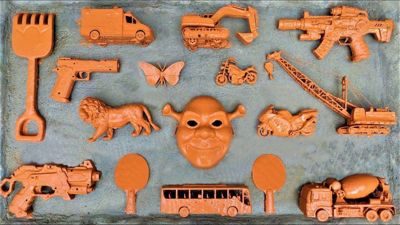 Membersihkan Mainan Derek, Mobil Polisi, Truk Tangki, School Bus, Truk, Mainan Singa dan Excavator