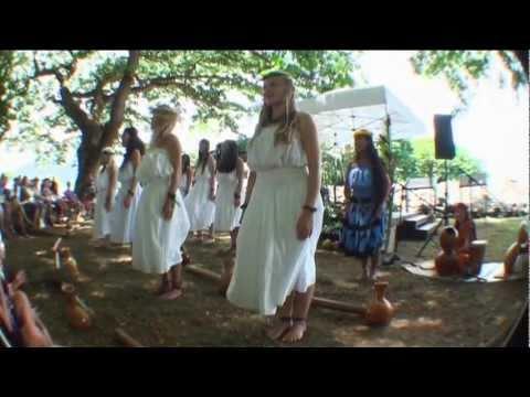Hula at Ulupō Heiau Ho