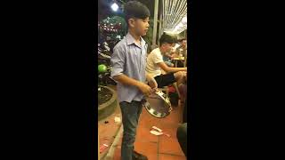 Tuổi Trẻ Tài Cao Gõ Bo Lục Lạc Chế Nhạc 60 Năm Cuộc Đời