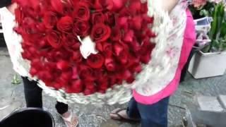 Как сделать букет из роз. Харьков.(Как сделать букет из роз. http://flowermag.com.ua Цветы, букеты, композиции, комнатные растения и многое другое в Харьк..., 2014-12-10T21:01:48.000Z)