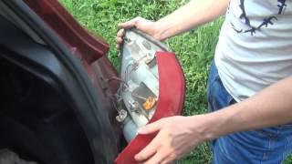 Замена лампы заднего поворотника Skoda Fabia 2