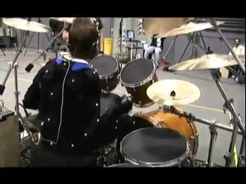 Lars Ulrich Fails at Guitar Hero Drums