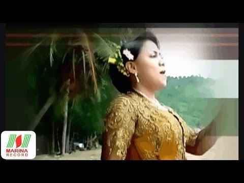 Amri Katama ft Rika sumalia - Sri Kuning