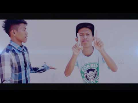 RABU-GANTI BAJU By Dedek Madzu & Yoma Sachi (Official Music Video)