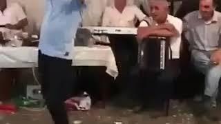 Komik dans 😊 😊😂 😊 İcki insana neler yaptiriyot yaaa