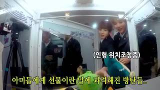 """BTS Play An Arcade Game """"The Claw""""! 😂"""