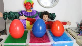 Kids Pretend Play Treasure Hunting for Surprise Toy in Gelli Baff! learn colors with, les boys tv