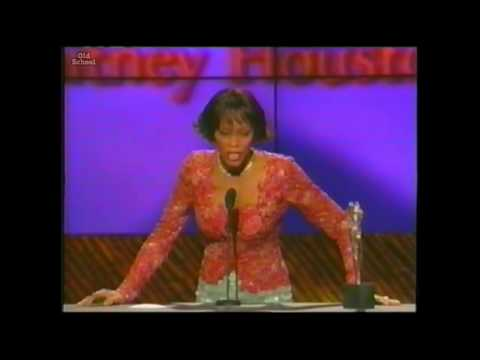 Whitney Houston receives The 2000 Artist Of The Decade Award Female