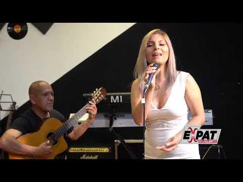 Estrella Bereche canta a Lima (EXPAT Rojiblanco)