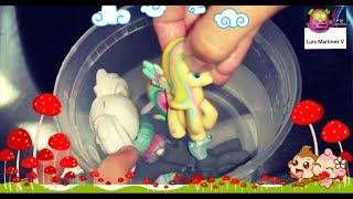 Pony tomando una ducha picina / little pony taking a shower pool party