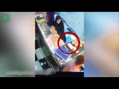 Women Shoplift Eatables From Bakery In Karachi