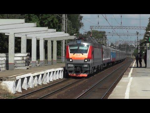 Электровоз ЭП20-018 с фирменным поездом Янтарь
