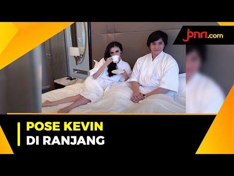 Pose di Ranjang, Kevin Aprilio dan Istri Ditanya soal Malam Pertama