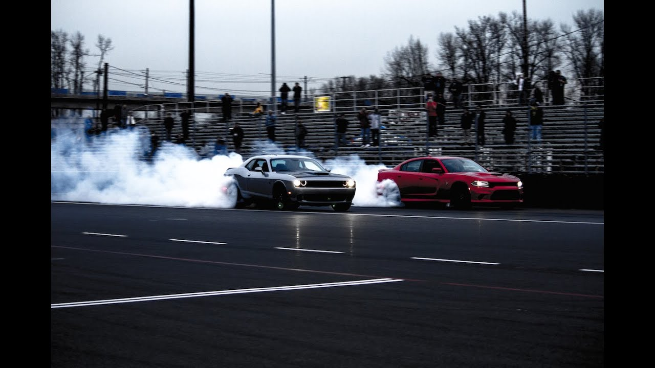2015 Dodge Charger SRT Hellcat Vs. 2015 Dodge Challenger SRT Hellcat ...
