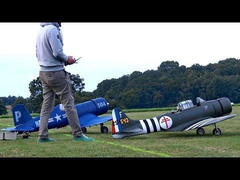 DOUGLAS SBD DAUNTLESS & F4U CORSAIR GIANT RC SCALE WARBIRD AIRPLANE SYNCRO FLIGHT / Göttingen 2015