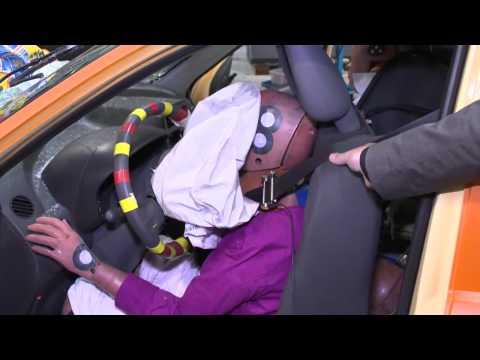 ADAC краш-тест автомобиля со столбом на скорости 70 км/час