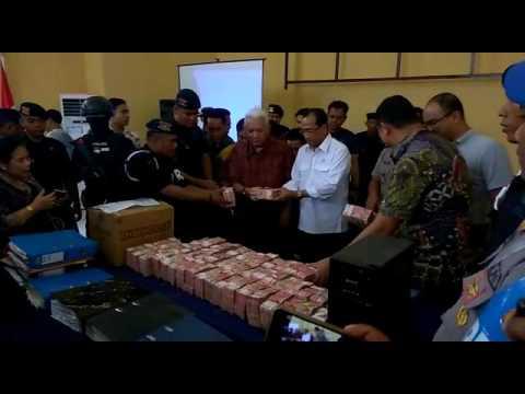Menhub Budi Karya Sumadi di Kepolisian Samarinda terkait OTT Senilai Rp 6,1 Miliar