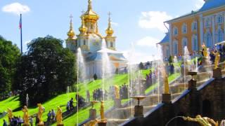 Jardines de Peterhof y Palacio de Catalina. San Petersburgo. Rusia. With automatically translate
