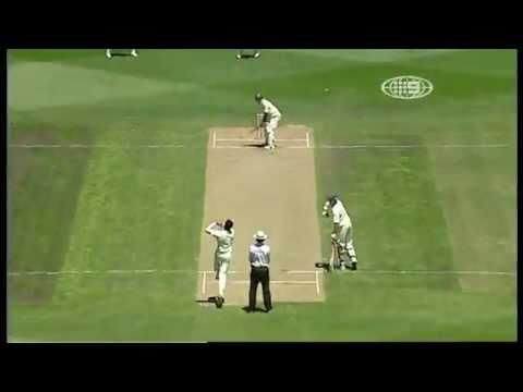 Zaheer Khan knocks over Ponting at MCG