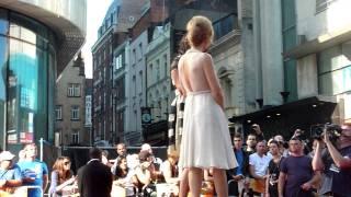 Gillian Anderson - Johnny English London Premiere Videos 2/6