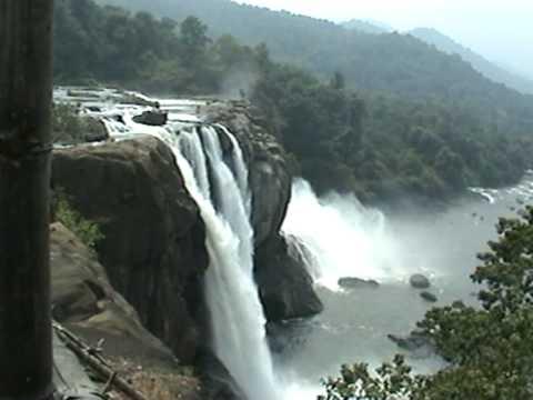 Athirapally Falls Wallpapers Athirapilly Waterfalls Valparai To Chalakkudy Road