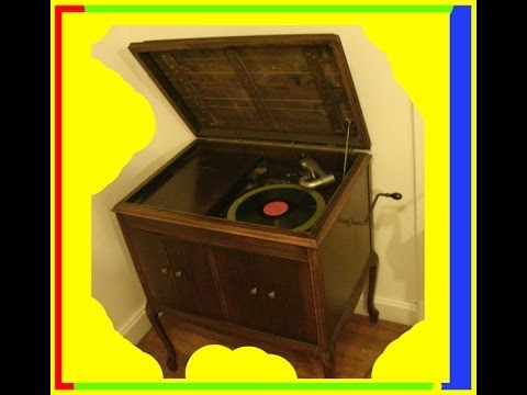 Antique Hand Crank Phonograph Record Player Victrola