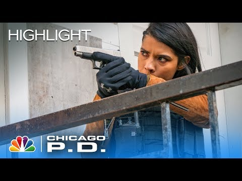 The Team Goes After a Suspect But Comes Under Fire - Chicago PD