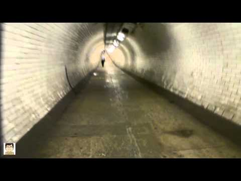 Greenwich foot tunnel walk through and view at the Thamse