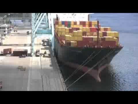 Post-Panamax ship in Jacksonville