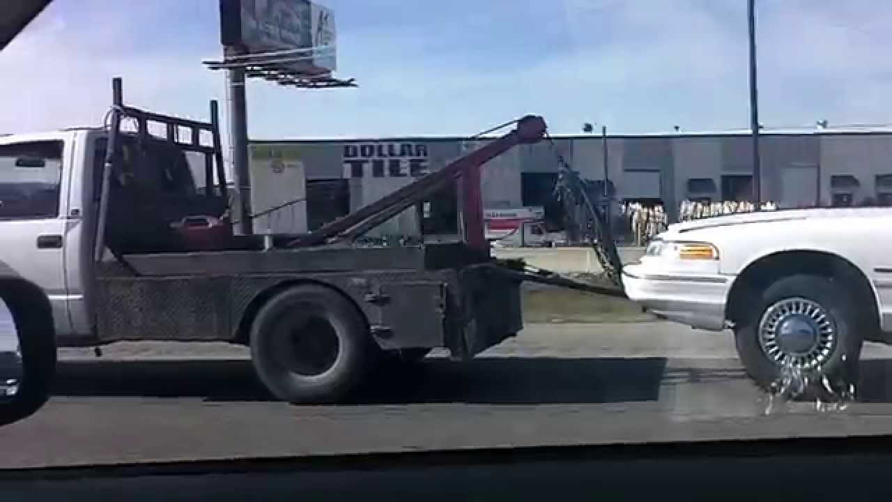 unregistered tow truck towing without safety chains at 75mph on ih35 youtube. Black Bedroom Furniture Sets. Home Design Ideas