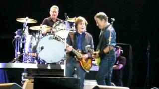 "Bruce Springsteen & Paul Mc Cartney sing ""i Saw Her Standing There"" in Hyde Park 14 July 2012"