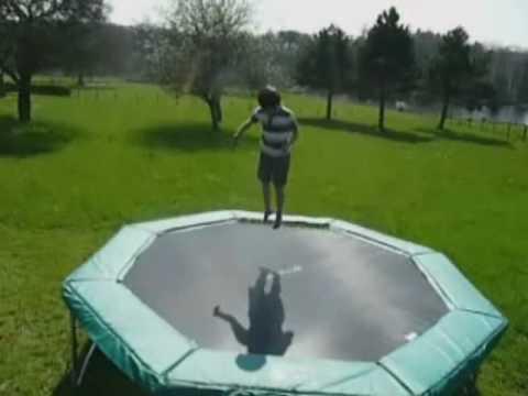 sauts d 39 enfant sur trampoline france trampoline youtube. Black Bedroom Furniture Sets. Home Design Ideas