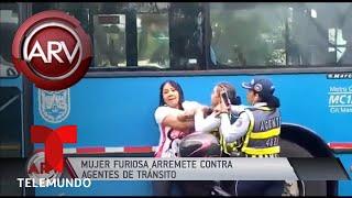 Impresionante pelea de conductora de moto contra policías | Al Rojo Vivo | Telemundo