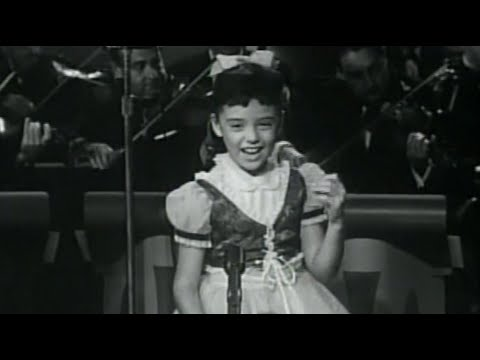 Angela Cartwright Sings 'The Ballen Kay' on 'Make Room for Daddy'