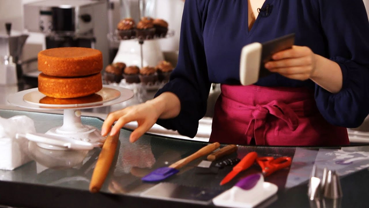 8 Tools You Need For Cake Decorating Cake Decorating