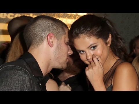 Nick Jonas & Selena Gomez Get Cozy At 2015 VMA Party & Selena Ditches Bieber Performance