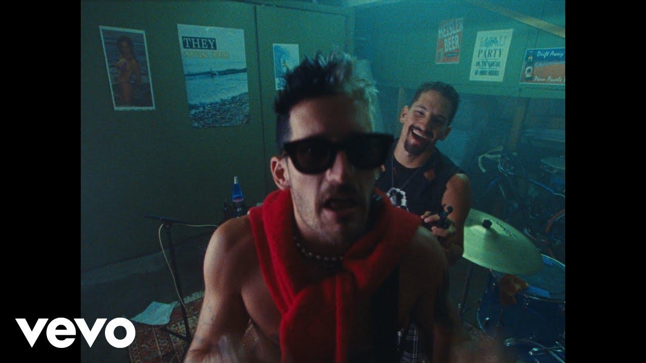 Mau y Ricky - Papás (Official Video)