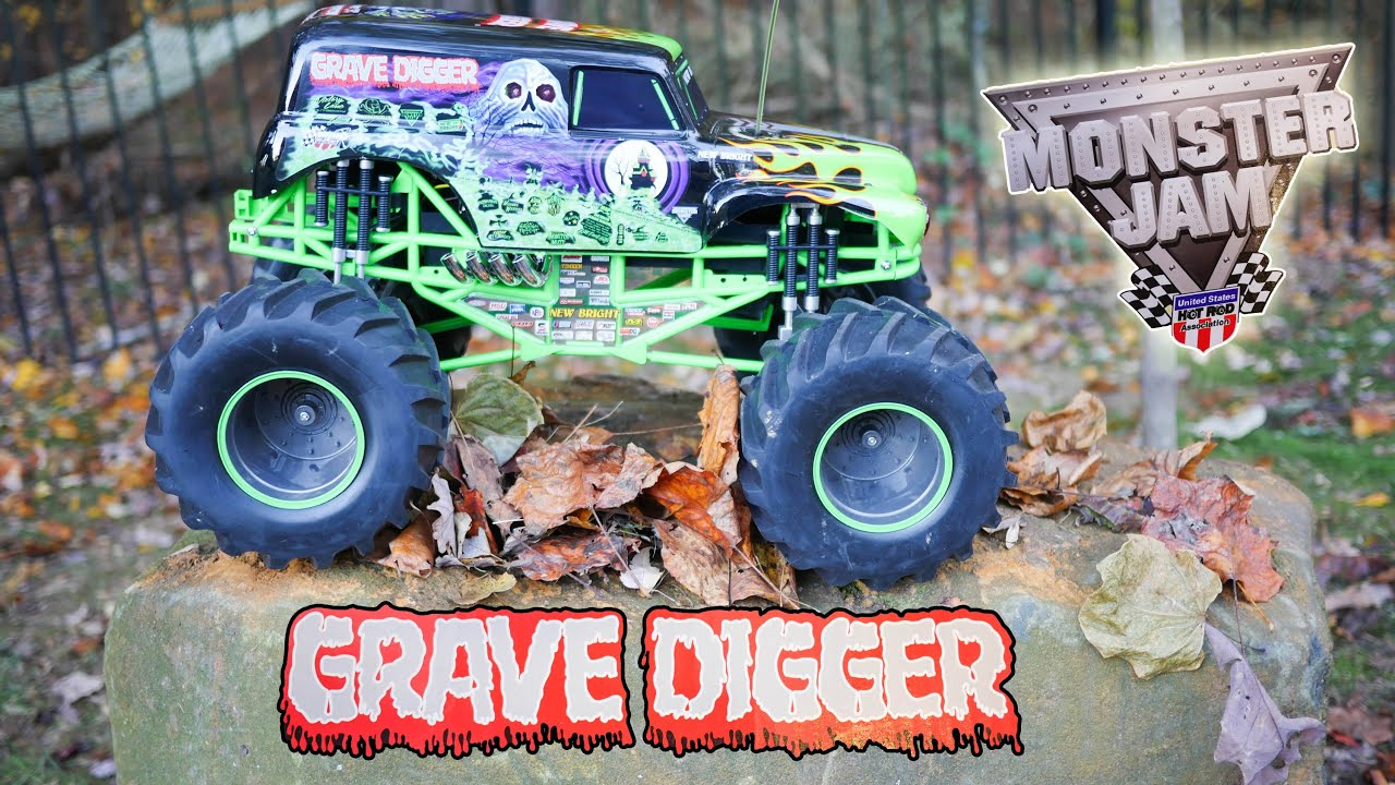 playing with monster jams grave digger remote control monster truck youtube. Black Bedroom Furniture Sets. Home Design Ideas
