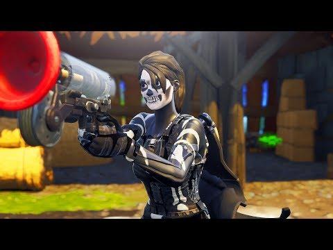 i got the Female Skull Trooper skin in fortnite... 💀