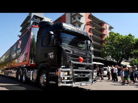 Big weekend of V8 Supercar racing kicks off in Darwin with truck convoy, driver meet-and-greet